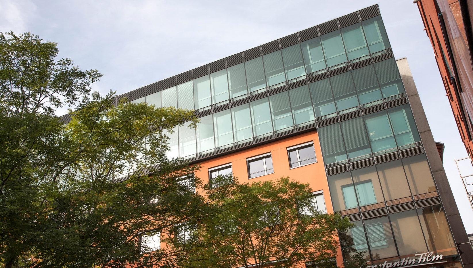 Aufnahme der Südseite der Factory Schwabing nach der Entkernung und Sanierung durch Brunner + Co Baugesellschaft mbH.